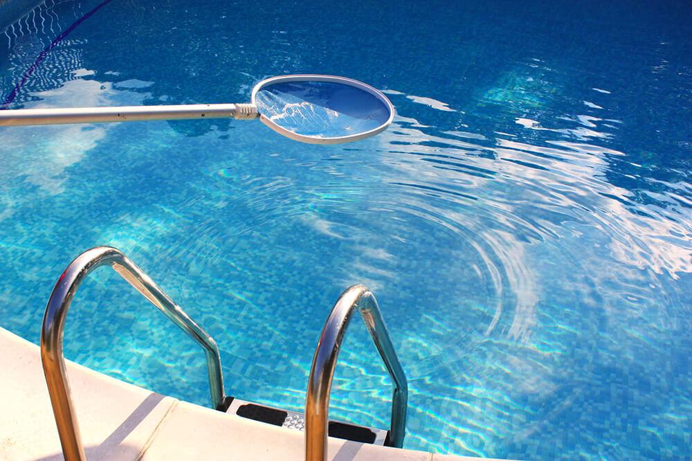 Mantenimiento de piscinas limpiezas profesionales en for Guia mantenimiento piscinas